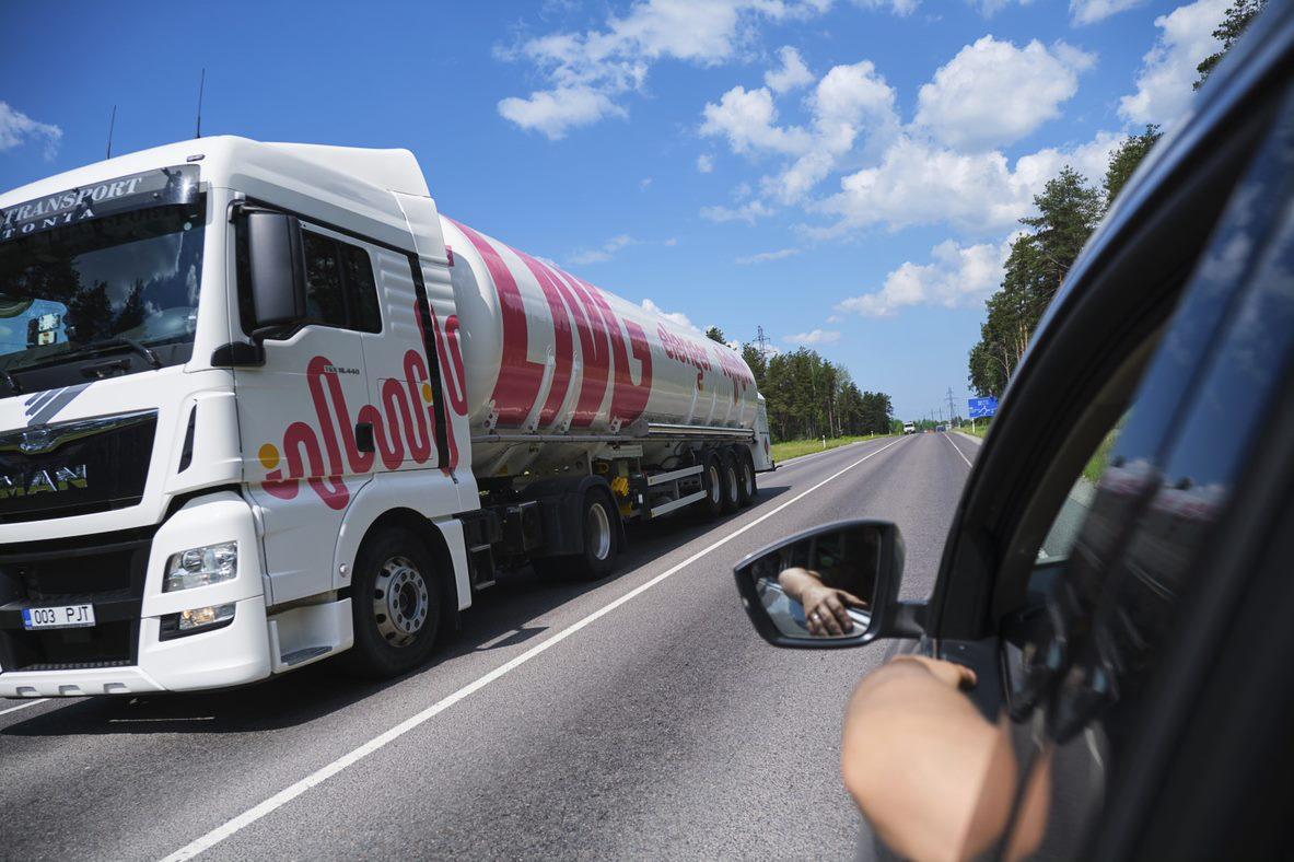 Elenger LNg (liquefied natural gas) trucks